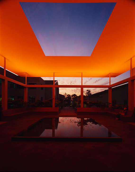 """james Turrell"" light color"